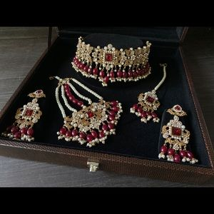 Maroon and gold choker set
